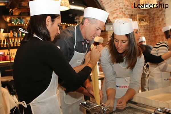 Team in cucina